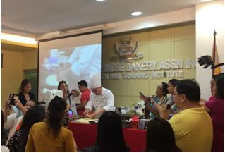 安琪面包师黄东方在菲律宾的演示会深受欢迎